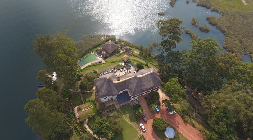 lake bunyonyi safari lodges